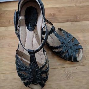 Like New Earth Origins Posy sandals